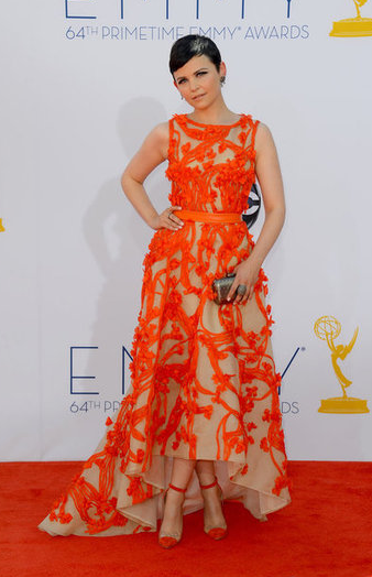 Ginnifer Goodwin looked amazing in an embroidered orange gown by Monique Lhuillier.