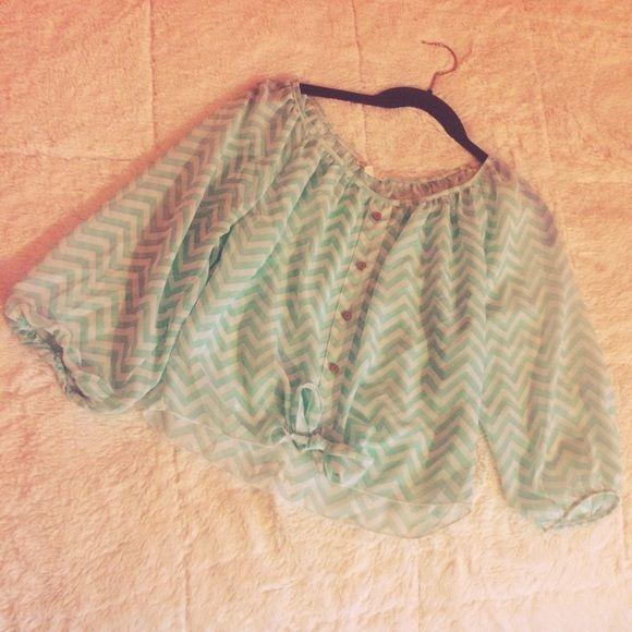 Babyblue&White Crop top Does not have a tag. Size small. Cute baby blue&white crop top for summer. ✔️Good condition. ✖️No trades. ✔️Bundle welcome. ✔️Offers welcome with this item. Tops Crop Tops