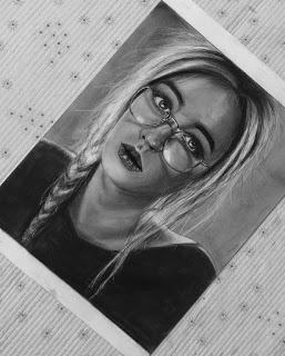 لوحات بالاقلام الفحم والرصاص للرسامة العراقية زهراء عبد الجبار مدونة رسم بالرصاص Portrait Tattoo Portrait Polaroid Film