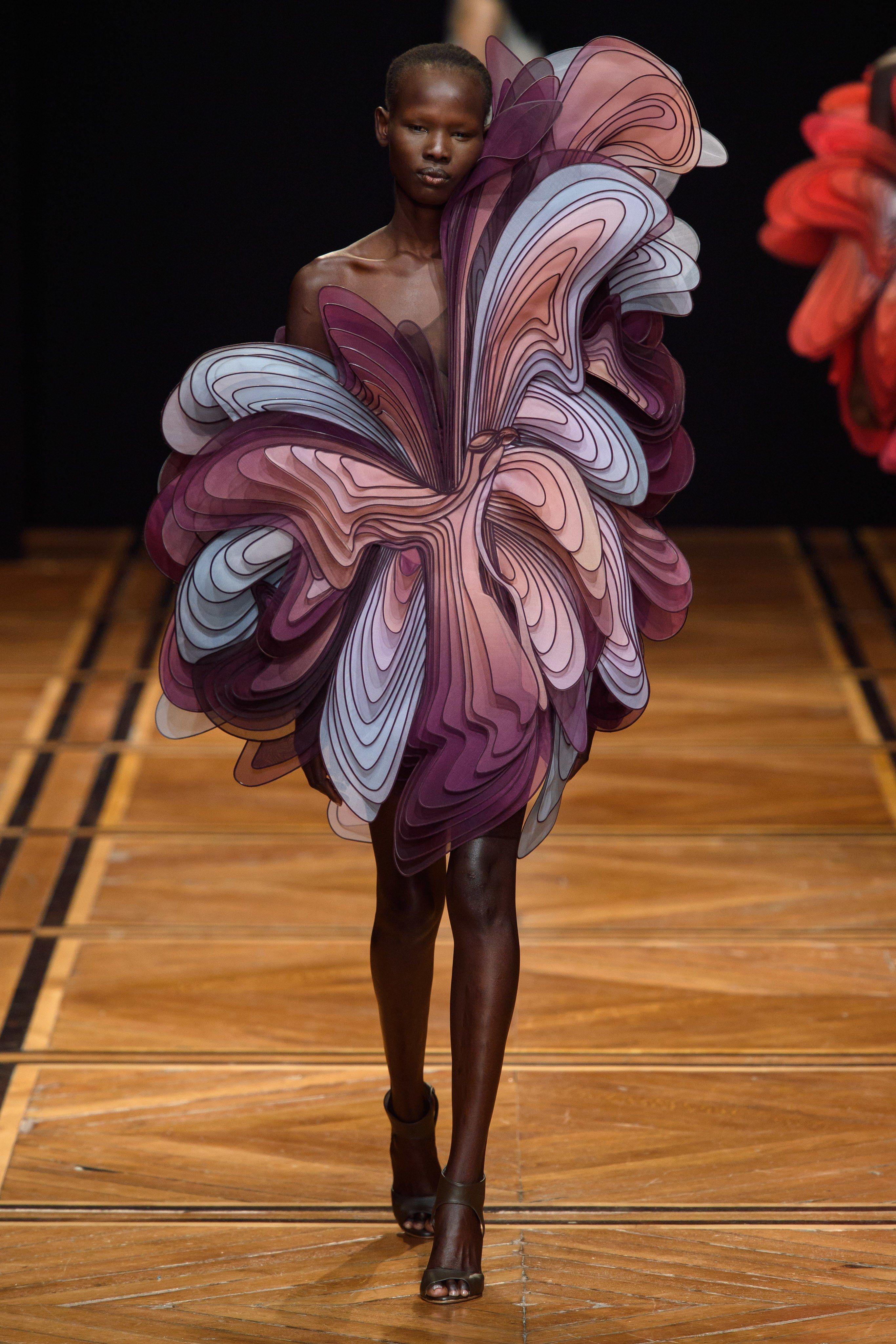 Iris Van Herpen Spring 2019 Couture Fashion Show Iris Van Herpen Couture Collection Fashion Magazine