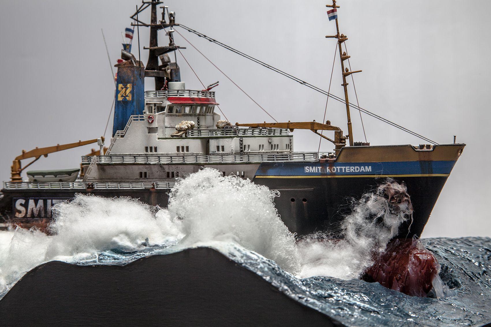 1:120 Heller Tug diorama in rough sea