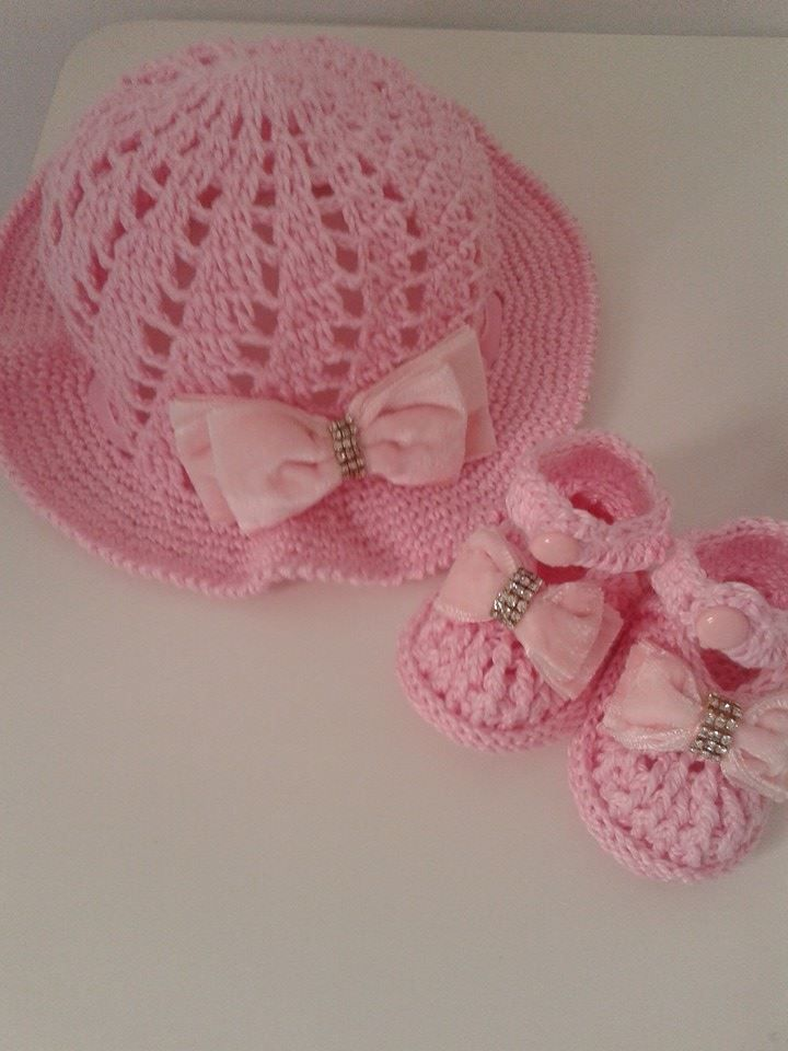 sapatinho com chapéu rosa bebê  e2bbe3a2bf3