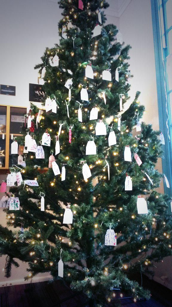 @timeshighered SU Christmas tree decorated with messages from UoN students! #CampusChristmas