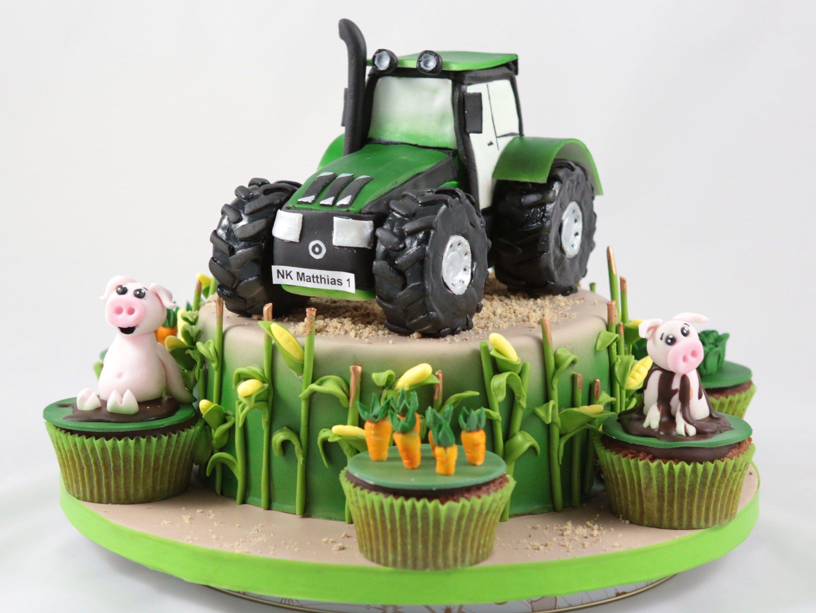 Tractor Cake Traktor Torte Caketopper Bauernhof Kommunion Cake