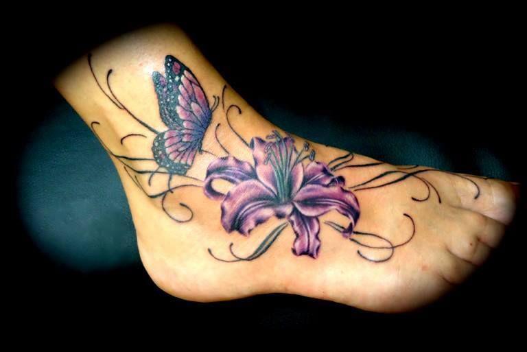 Tatouage cheville papillon et fleur violette tattoo pied tatouages cheville et pieds - Tatouage cheville fleur ...