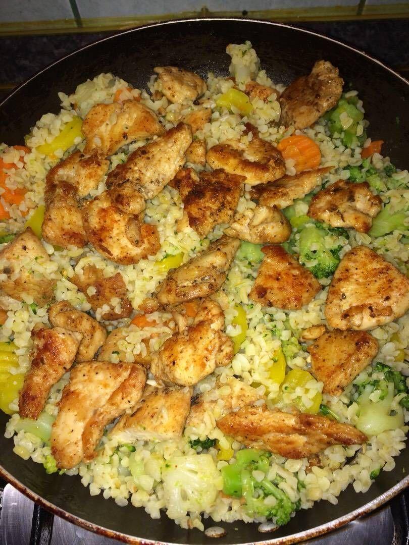 Gyors zöldséges csirke falatok bulgurral is part of No cook meals - Mennyei Gyors zöldséges csirke falatok bulgurral recept! Odakint csodás tavaszi idő van, nem akartam a konyhában tölteni a fél napot, ezért összedobtam egy könnyű, friss, fitt ételt, és irány a szabadba! ) 2019