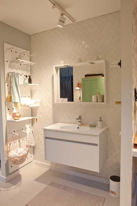 Karwei badkamer in rustige verschillende witte tinten for Kledingkast karwei