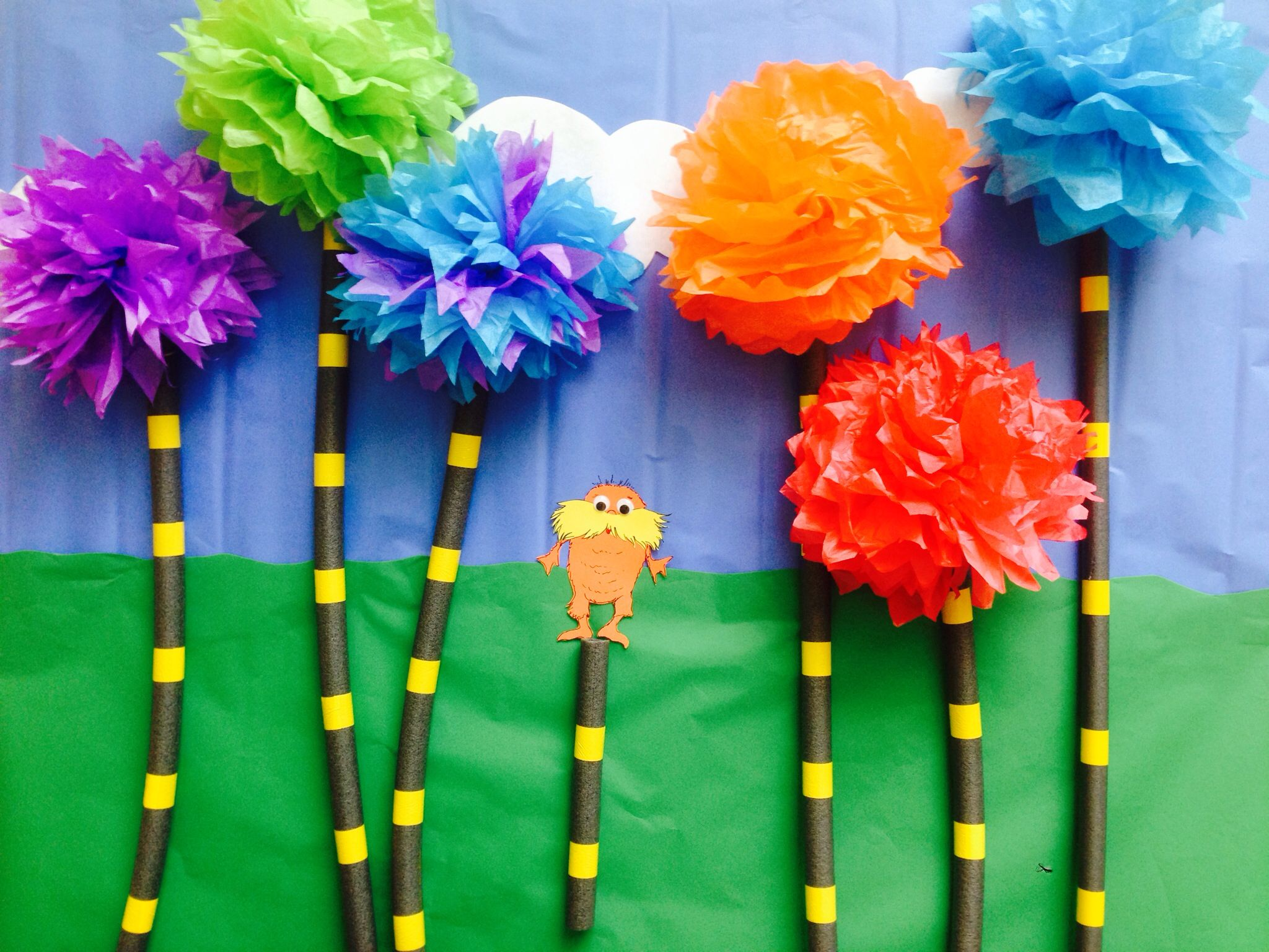 The Lorax with Truffula trees bulletin board | Reciclar para niños ...