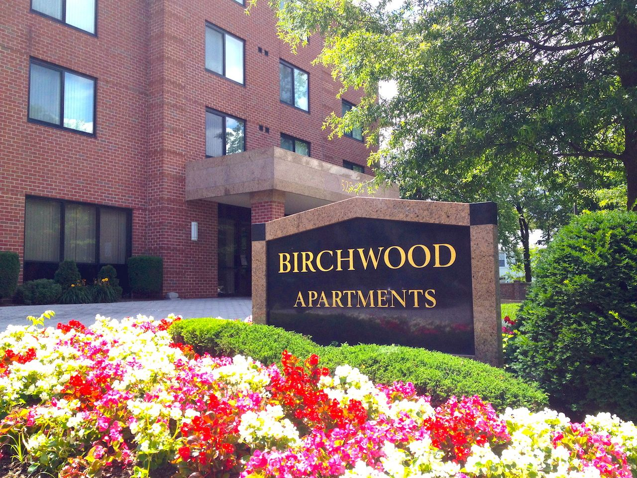 Birchwood 545 North Pollard Street Arlington Va 22203 Phone 703 465 0050 Facsimile 703 465 7812 Birch Virginia Apartments Birchwood Luxury Apartments