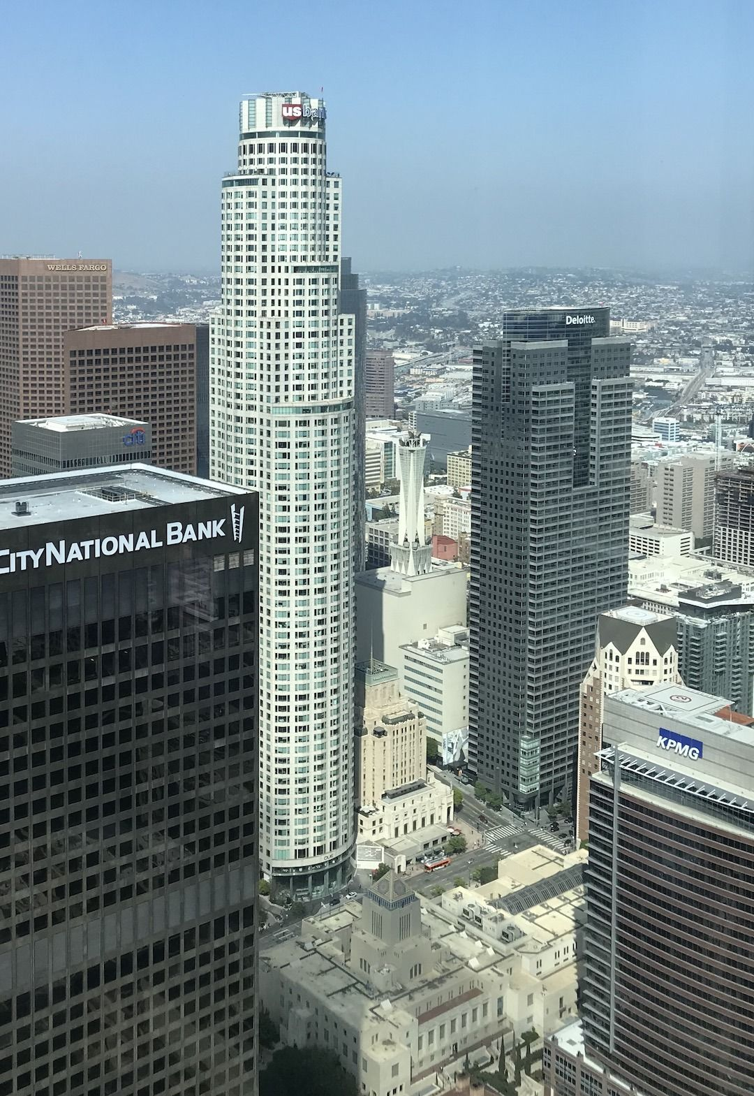 Find Oue Skyspace And The Slide On The 70th Floor Of The Us Bank Tower In Downtown Los Angeles Glitteratitoursla Us Bank Tower Downtown Los Angeles Tours
