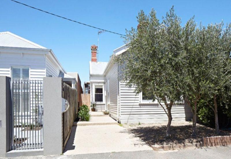 Una casa de madera con patio multiusos http://ventacasasdemadera.com/2014/01/27/reforma-de-una-casa-de-madera-con-un-patio-multiusos/   #madrid #casademadera #madera #casaspersonalizadas
