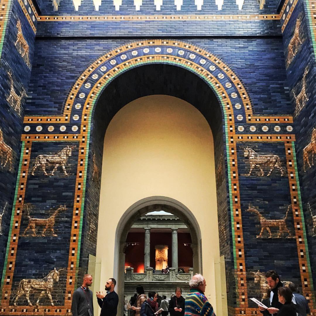 Stunning Ishtar Gate The 8th Gate To The Inner City Of Babylon At Pergamonmuseum In Berlin Constr Pergamon Museum Inner City Eiffel Tower Inside
