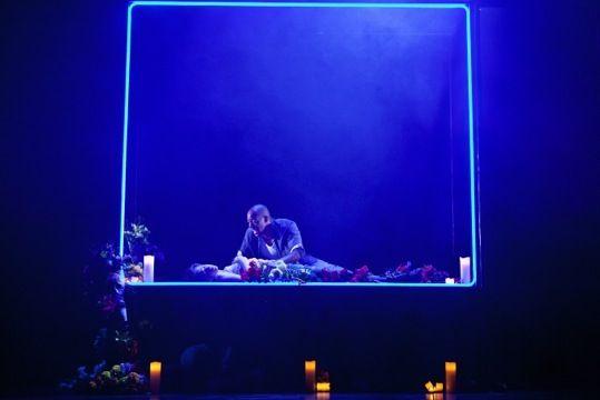 Richard Howell u003e Credits u003e Lighting u003e Romeo and Juliet York Theatre Royal and UK Tour & Romeo and Julietu0027s death scene Richard Howell Romeo and Juliet ... azcodes.com
