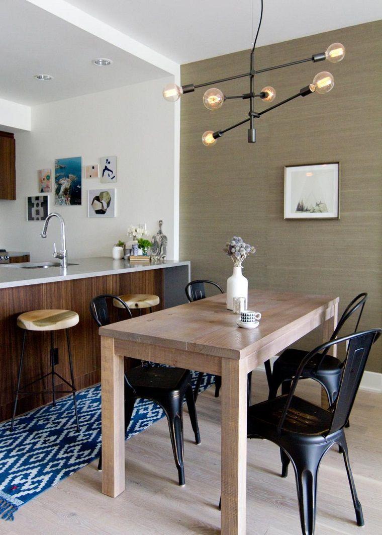 Mesa de madera y alfombra vintage cocina peque a moderna - Mesas de madera para cocina ...