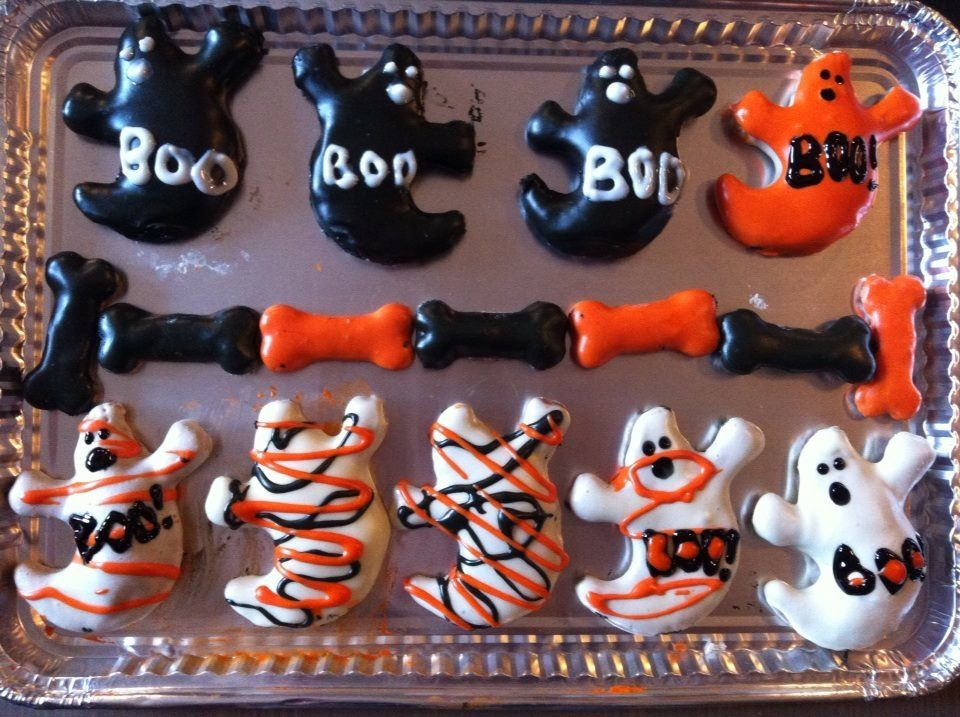 Olive's HowloWeen Cookies decorated with Fido's Royal