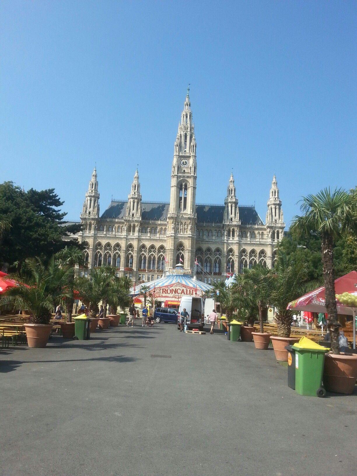 Vienna; Austria; 1010, Rathausplatz; Circus Roncalli