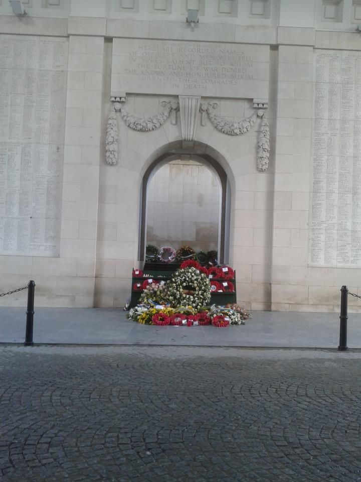 The Menin Gate, Ypres Belgium. Remembering the dead of the first world war. Every night at 8pm there is 'The last post', every day all year long. The trumpets bring a tribute to the dead of WWI. I've heard it countless times and I have past under the Menin Gate even more. But it still gives me goosebumps. There are over 54 896 names on these walls, deceased british soldiers with no (known) grave. The Menin gate was build in 1927 and is a part of the Commonwealth War Graves Commission.