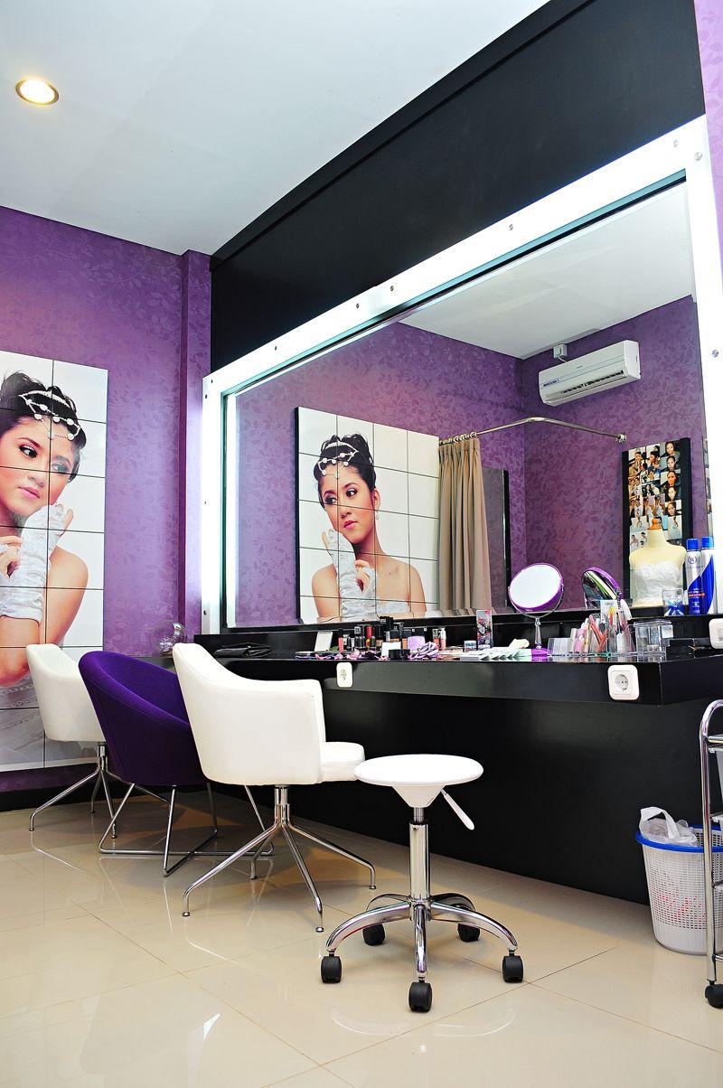 makeup studio studio with air conditioner good lighting
