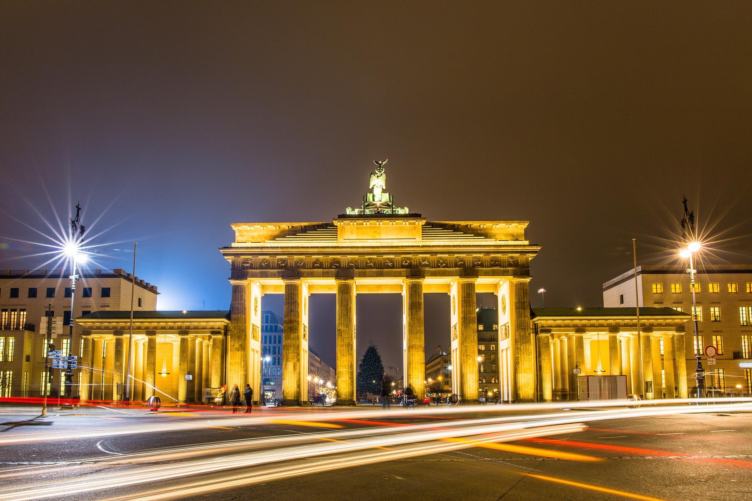 Zehn Beste Foto Orte In Berlin Mit Fotograf Lars Poeck Berlin Tor Brandenburg Gate Brandenburger Nacht Fot In 2020 Berlin Photography Brandenburg Gate House Styles