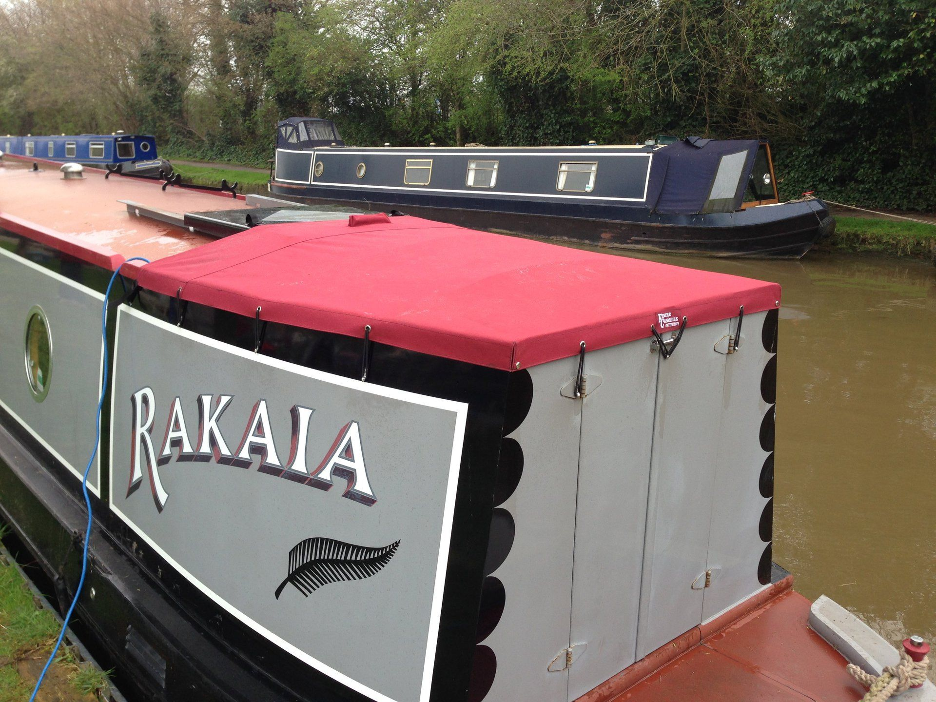 Semitrad for narrowboat fitted with bungee cord