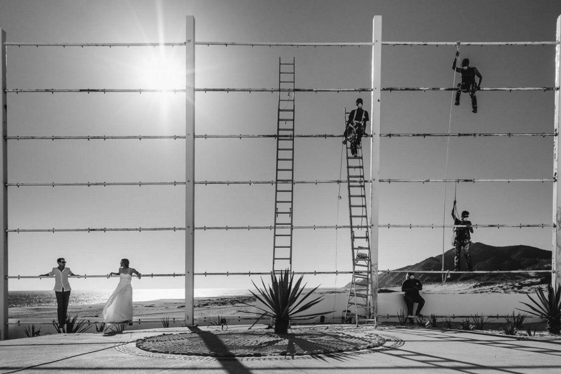 Desde hace siete años, el portal dedicado a fotografías y fotógrafos nupciales Junebug Weddings organiza un concurso de imágenes de novios y bodas alrededor del mundo. En la última edición, la de 2015, recibieron más de 10.000 fotos, provenientes desde 45 países, de las cuales seleccionaron sólo cincuenta, con la ayuda de profesionales como Erika y Lanny Mann (de Estudios Mann), y Roberto Panciatici. Por viajeras, por fascinantes, por aventureras, reproducimos las más vertiginosas y…