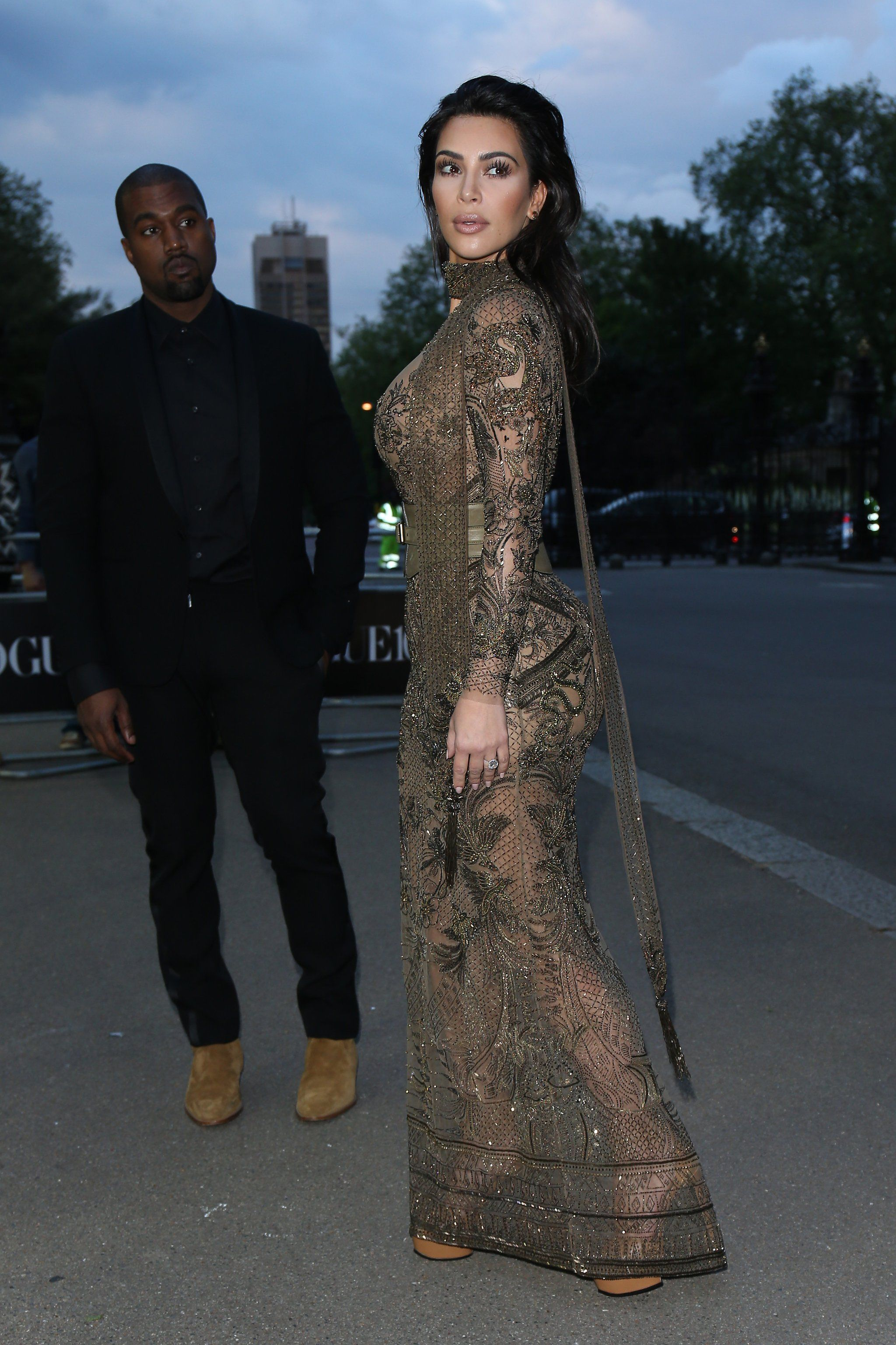 Kim kardashian leaves little to the imagination during a fashionable