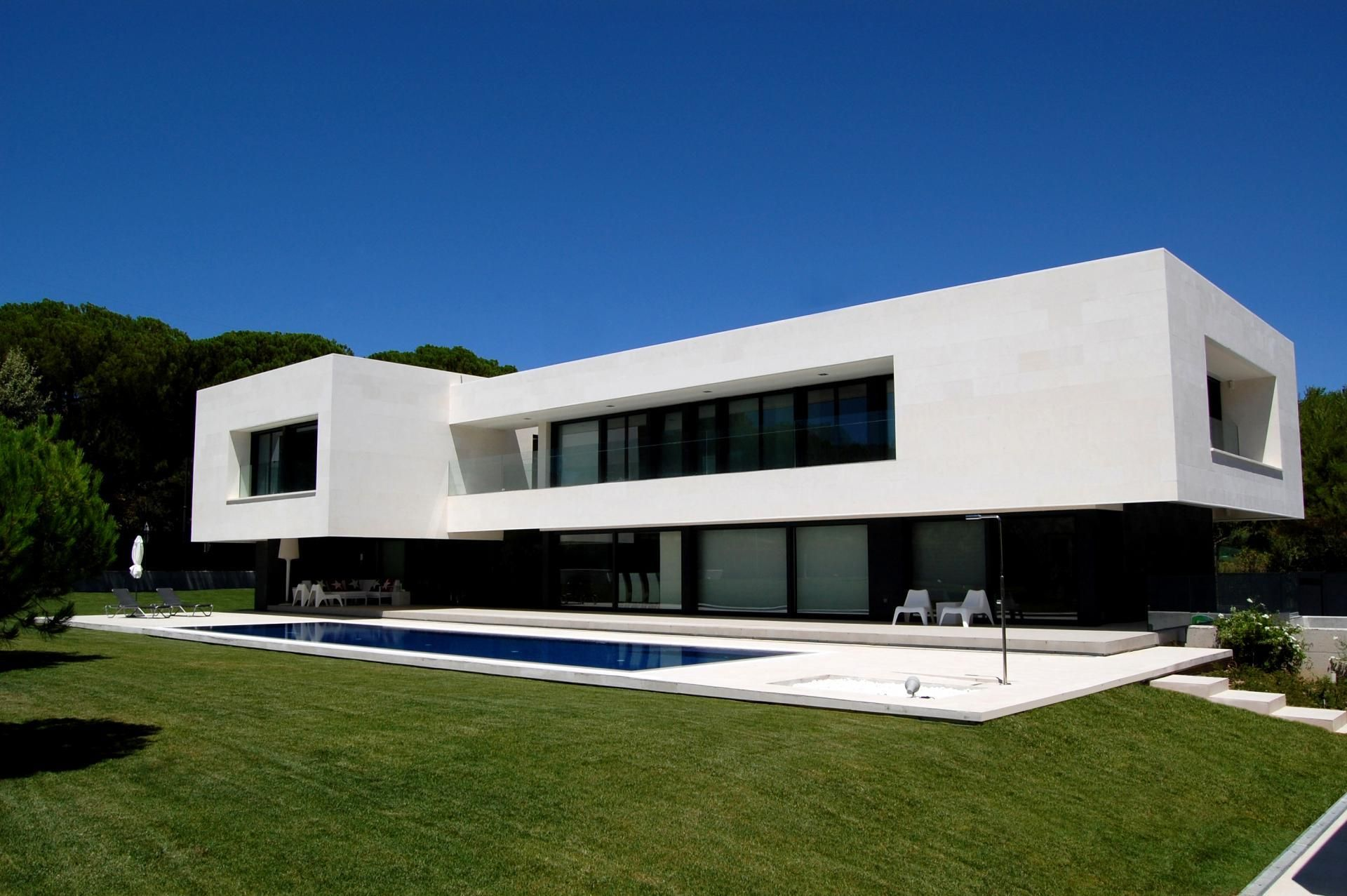 Impressionnante Maison Contemporaine Et Son Porte A Faux Flottant En
