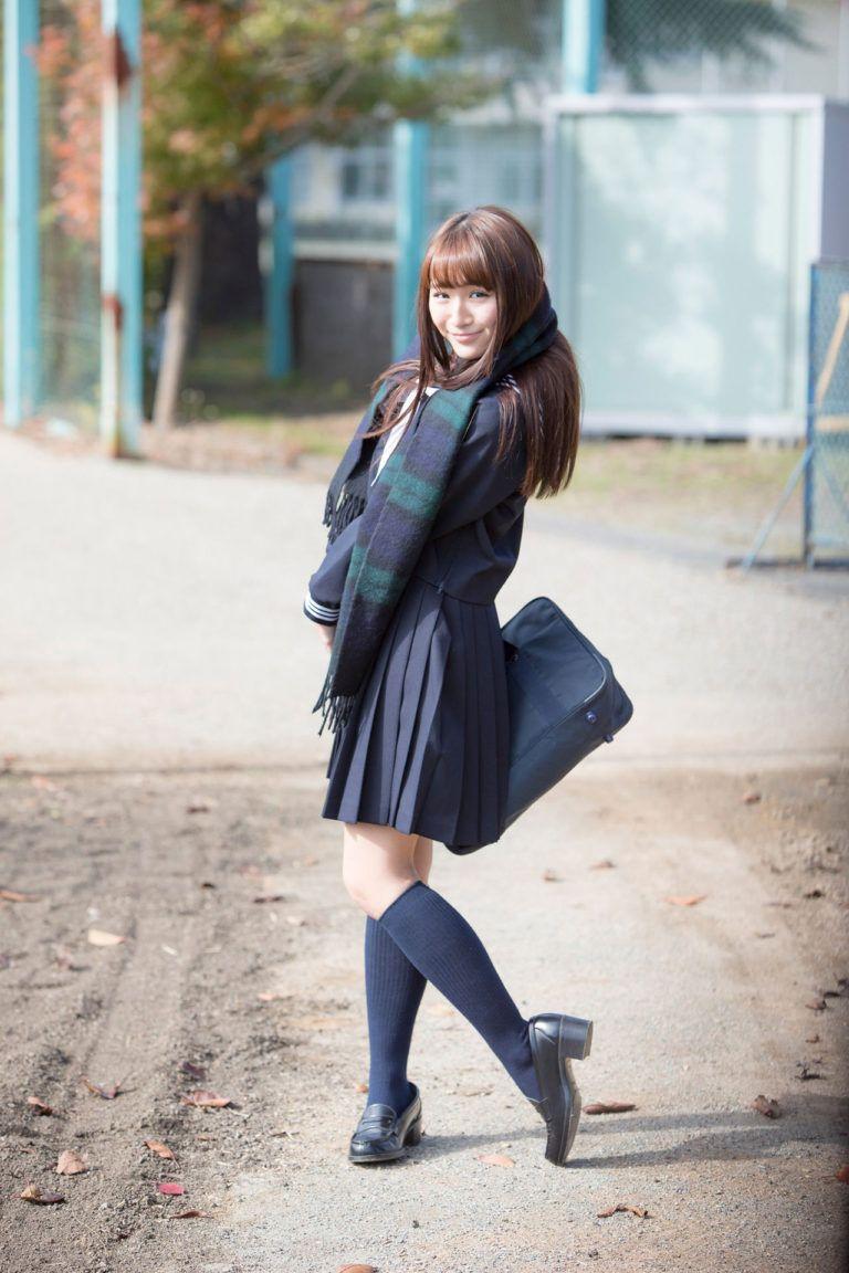 倉岡生夏の白ハイソックスな女子校生制服画像 | 女子校生制服