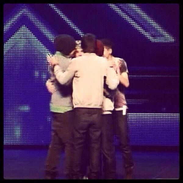 The First Group Hug One Direction Challenge Day 30 This Is The