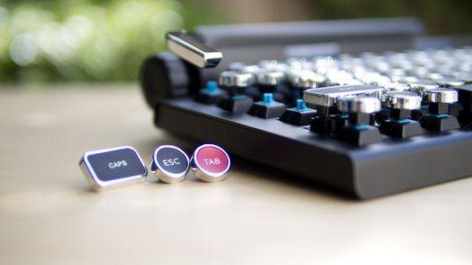 절찬리에 판매중인 타자기 닮은 블루투스 기계식 키보드!