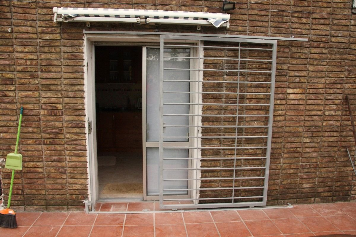 Puertas rejas corredizas madera pinterest puerta for Puertas corredizas aluminio para exterior