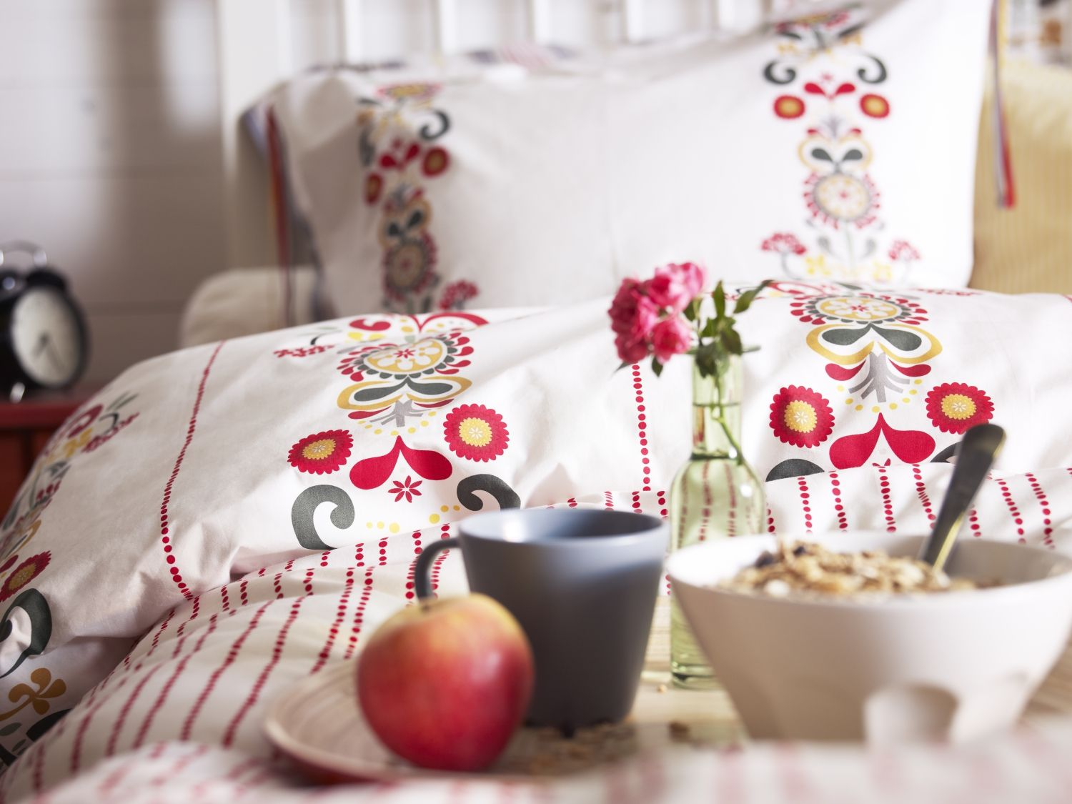 Wake up to a splash of Autumnal colour with ÅKERKULLA bedding, inspired by Swedish floral patterns.