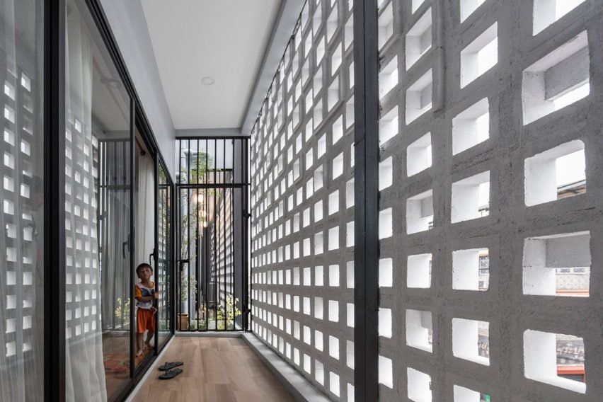 Multi Place House By Ekar Architects Featuring Perforated Concrete Block Walls Concrete Block Walls Concrete Design Concrete Blocks
