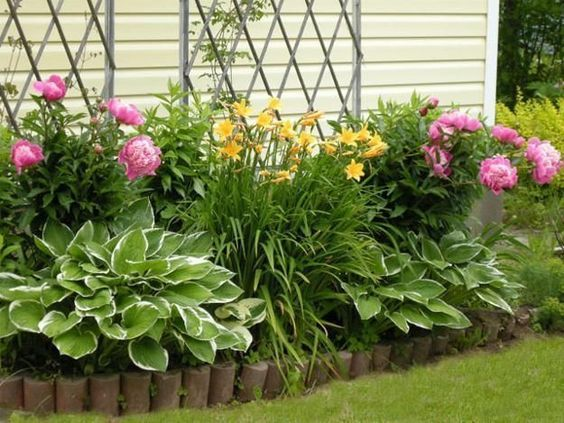 Photo of 33 Beautiful Flower Beds Adding Bright Centerpieces to Yard Landscaping and Garden Design