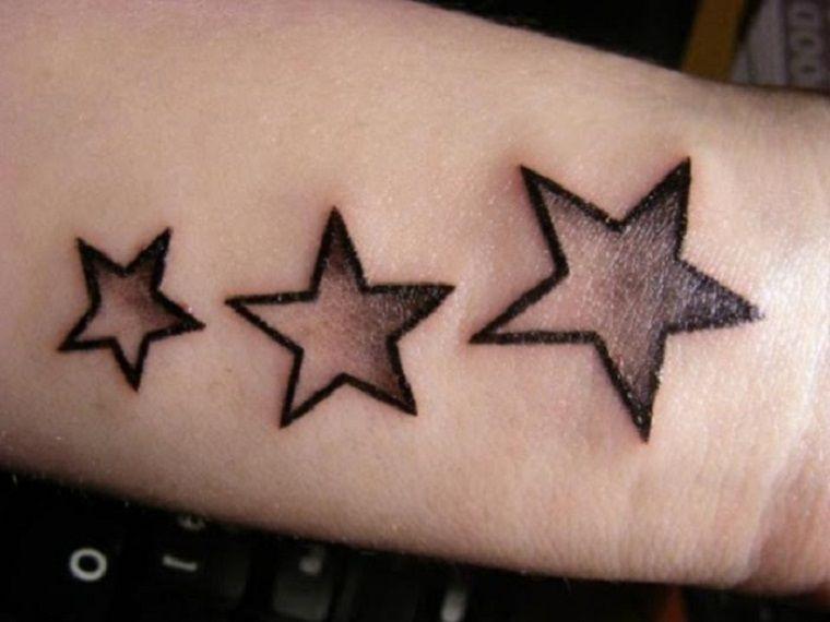 Tatuajes de estrellas de diferentes estilos formas y colores 75