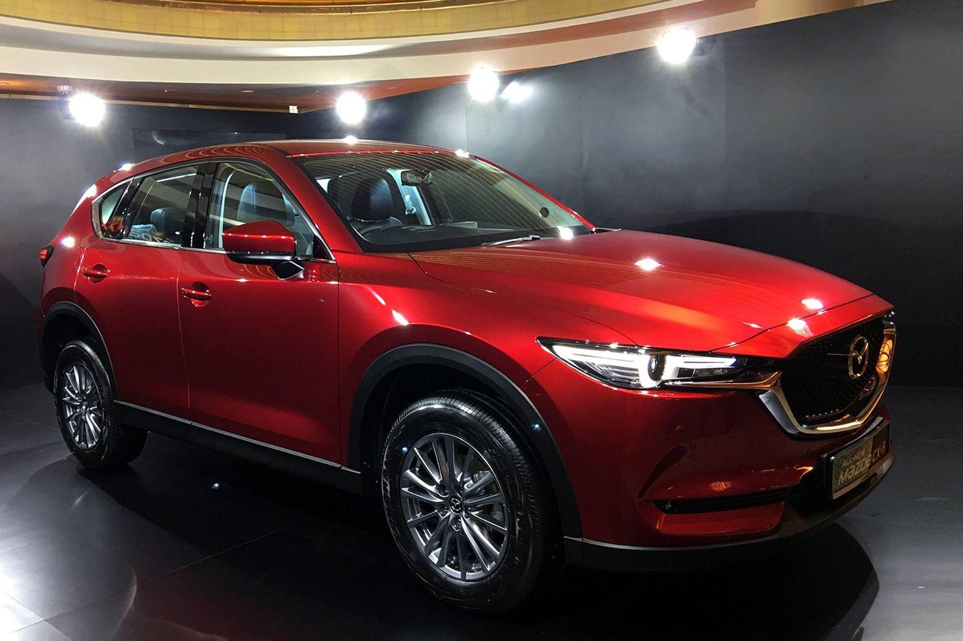 Toyota Tân Tạo đăng bài viết mới http://ift.tt/2uSQp60  Mazda CX-5 thế hệ mới công bố tại Singapore  [vc_row][vc_column][vc_column_text]  Ra mắt tại thị trường Singapore Mazda CX-5 thế hệ mới sẽ có 4 biến thể cho khách hàng lựa chọn. Bắt đầu từ phiên bản tiêu chuẩn 2.0L 2WD có giá 144.000 Dollar Singapore (2388 tỷ vnđ) tiếp theo là phiên bản 2.0L 2WD Premium có giá 152.800 dollar Singapore (2534 tỷ vnđ) phiên bản 2.5L 2WD Luxury có giá 158.800 dollar Singapore (2634 tỷ vnđ) và cuối cùng là…