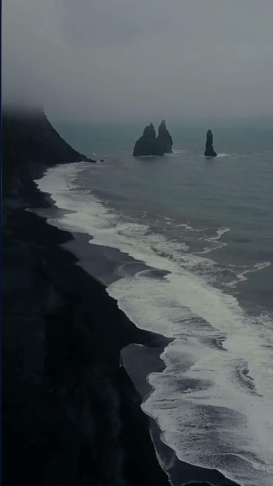 Iceland Black Sand Beach - Reynisfjara Beach