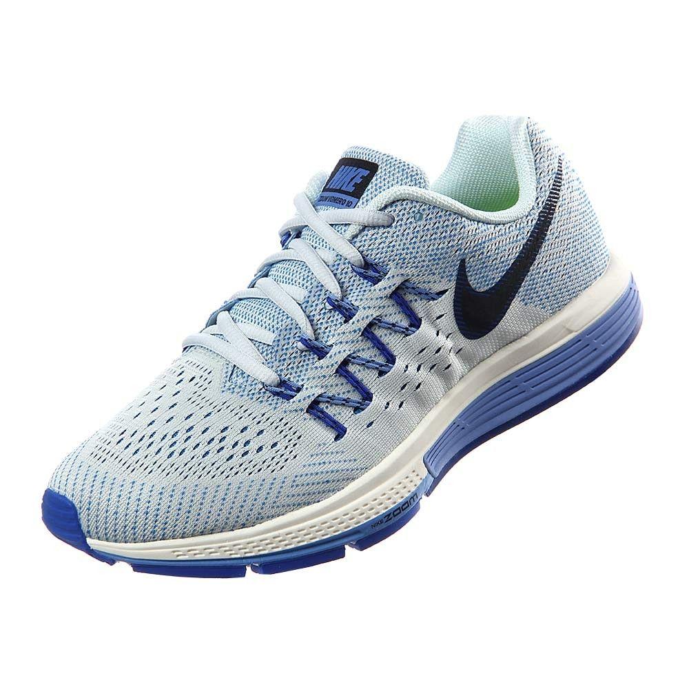 En tonos neón como mandan las tendencias y con tecnologías revolucionarias. Nike Air Zoom Vomero 10 es el calzado más hot de la temporada. Son la combinación de amortiguación suave, reactiva y ligereza. Se identifican por su media suela Lunarlon que suaviza cada pisada que se combina con Zoom Air en el talón y antepié lo cual te ayuda alcanzar grandes velocidades. Si diseño incorpora cables Flywire favoreciendo un mejor ajuste con un tejido Flymesh creando una sensación de transpiración y…