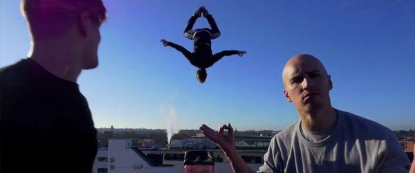 Damien Walters e os seus amigos levaram um Teeterboard para a rua e fizeram todos os tipos de acrobacias arriscadas inclusive saltarde um telhado! TopaIsto