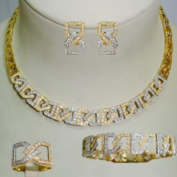 صور اطقم ذهب 2021 مجوهرات 2021 اكسسوارات فخمه Img 1482284078 382 J In 2021 Engagement Jewelry Jewelry Diamond Bracelet