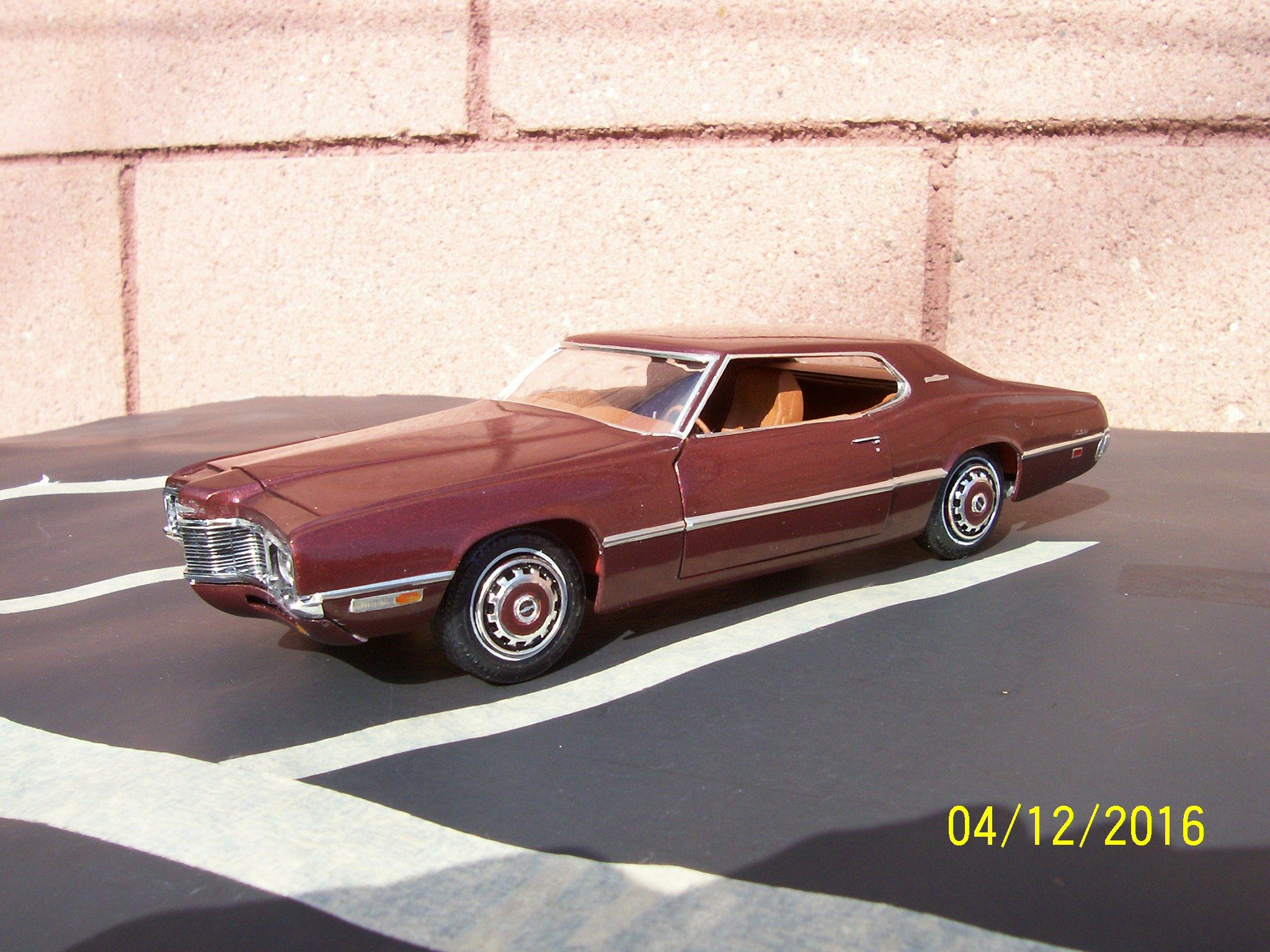 1971 Ford Thunderbird 1 25 Scale Model Car Built From Amt Kit
