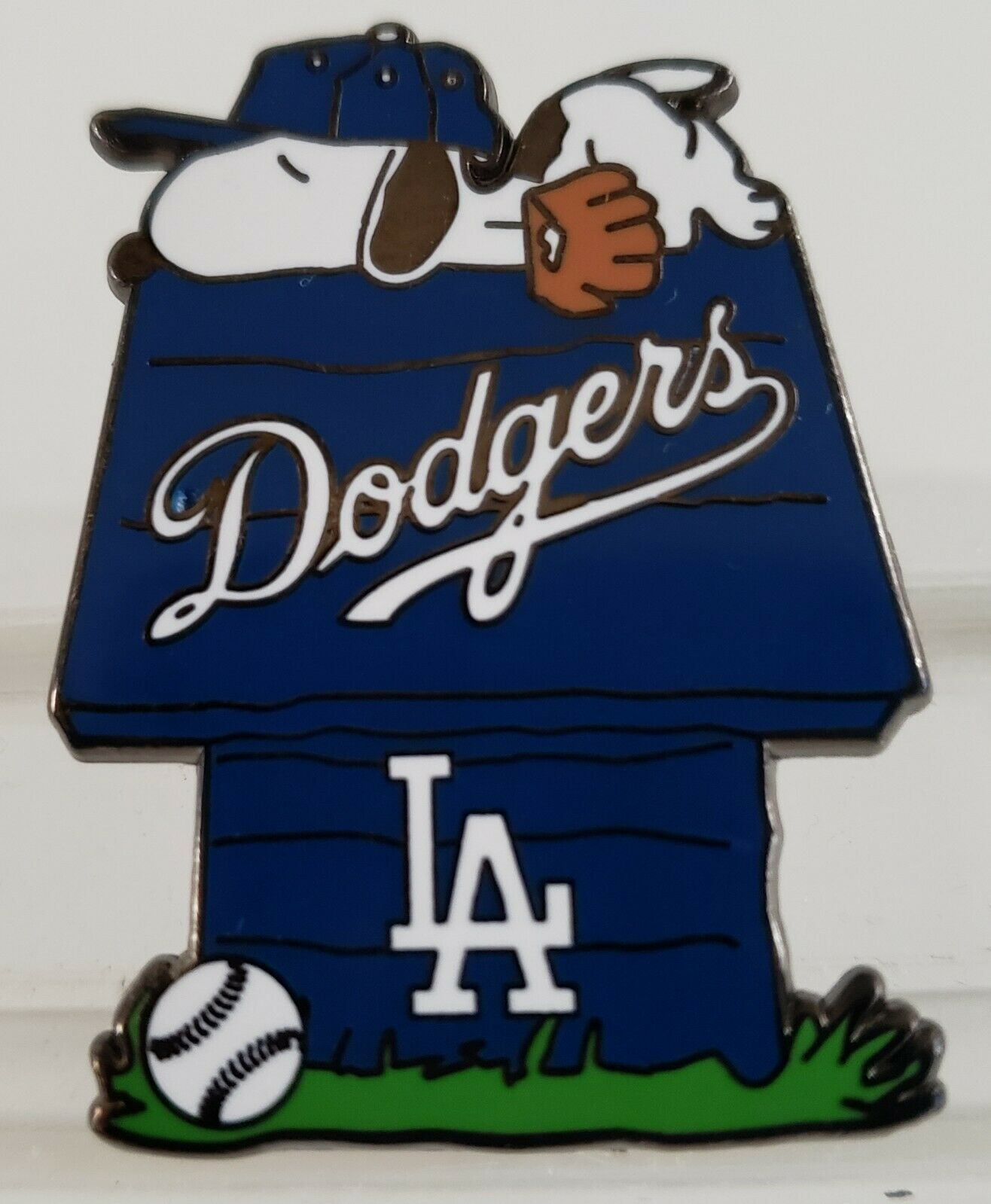 Los Angeles Dodgers Snoopy Doghouse Pin Great Gift Idea Free Shipping 14 90 Picclick Dodgers Dodgers Girl Snoopy