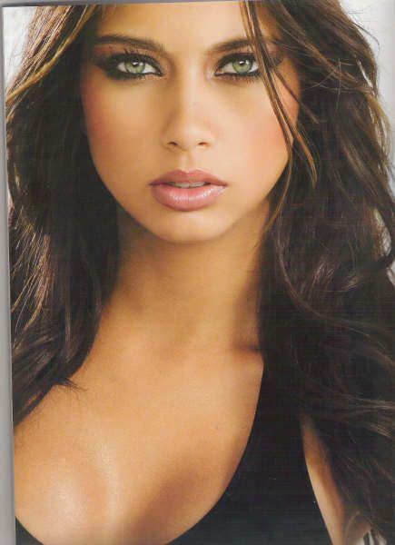 Catalina Otalvaro | Красота брюнетки, Косметические товары