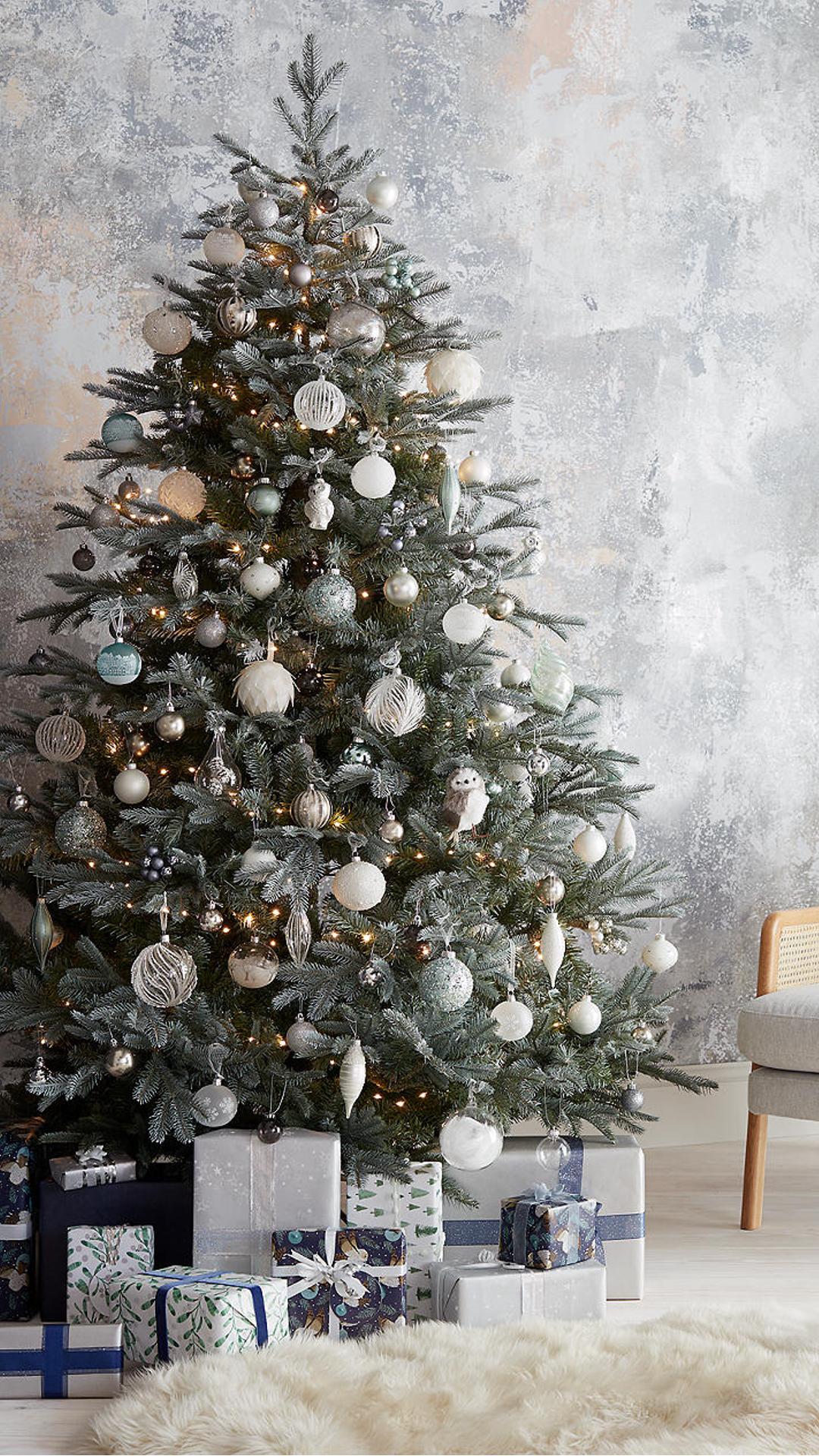 Christmas 2019 The Looks Ad Neutral Christmas Decor Christmas Tree Colored Lights Christmas Tree