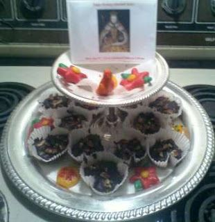 """How to make """"Her Majesty's Marzipan"""", an Elizabethan treat: http://beingbess.blogspot.com/2011/09/her-majestys-marzipan.html !"""