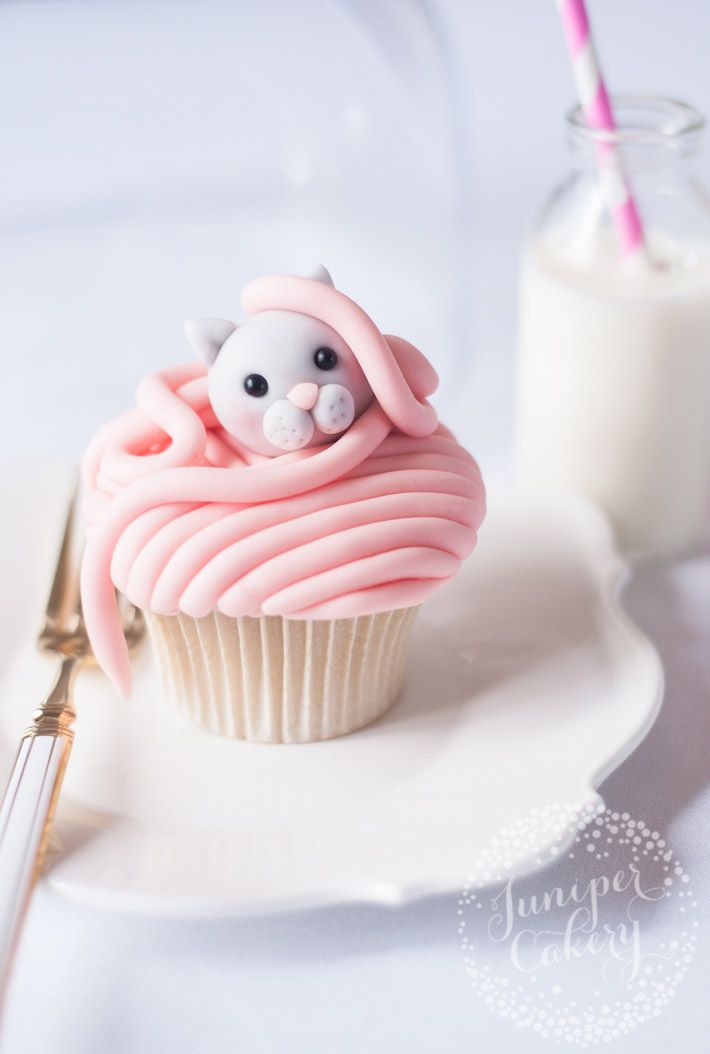 Learn how to make kitty cat cupcakes that are (almost!) too cute to eat with this FREE step-by-step tutorial on the Craftsy Blog.