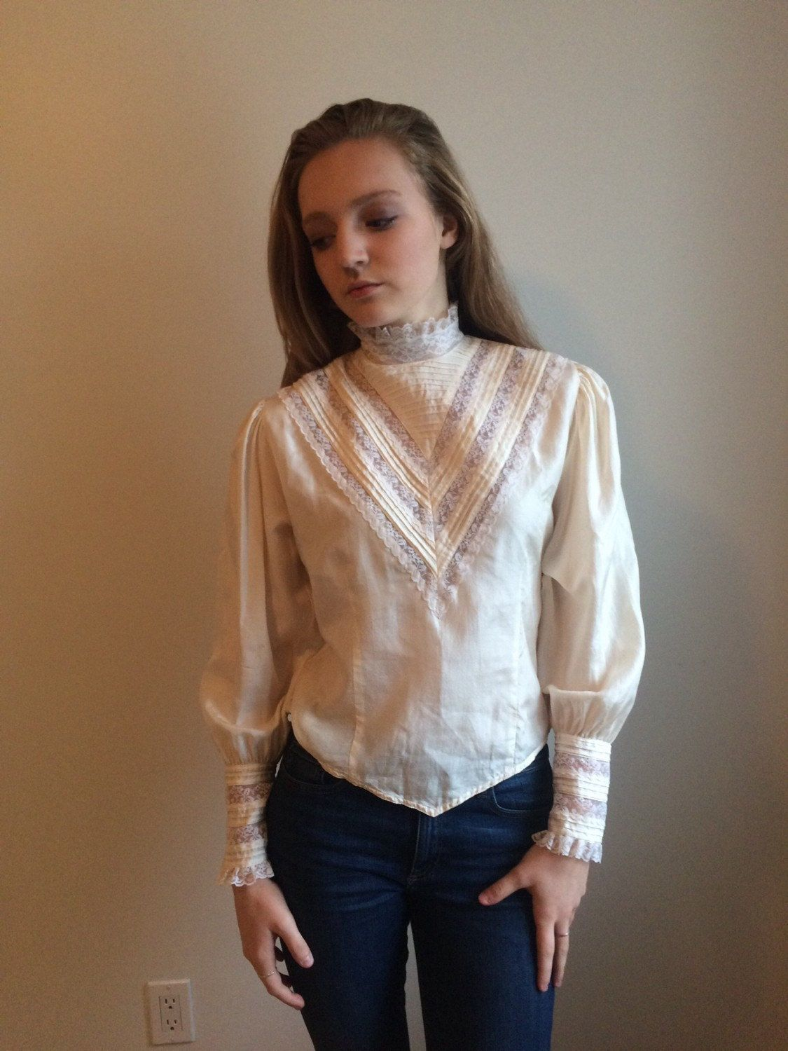 70/'s Frilly Victorian Inspired Button Down Blouse With Lace Sleeves /& Collar SMALL