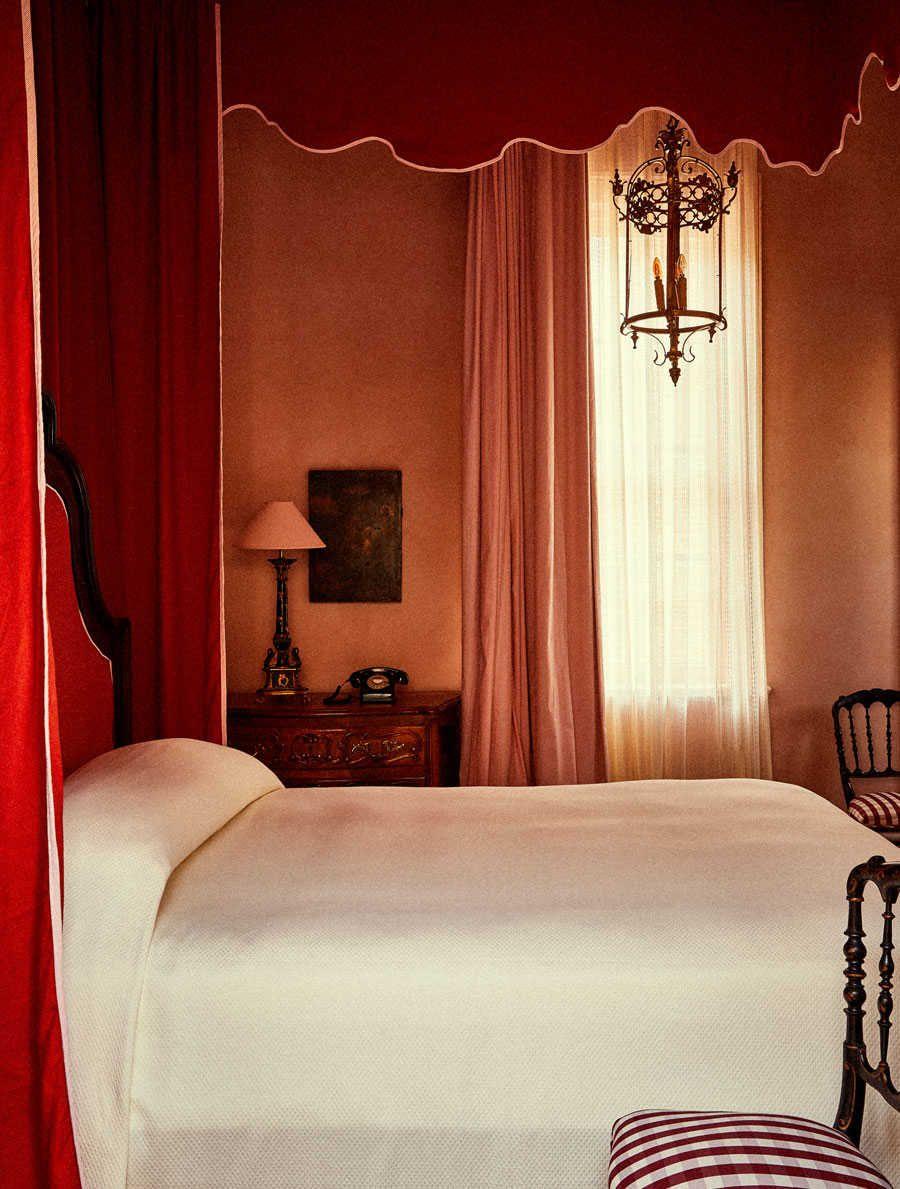 Hotel Peter And Paul Avec Images Chambre A Coucher Dessus De