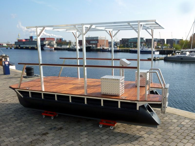 Leisure Boat With A Solid Roofing House Boat Boat Building Boat