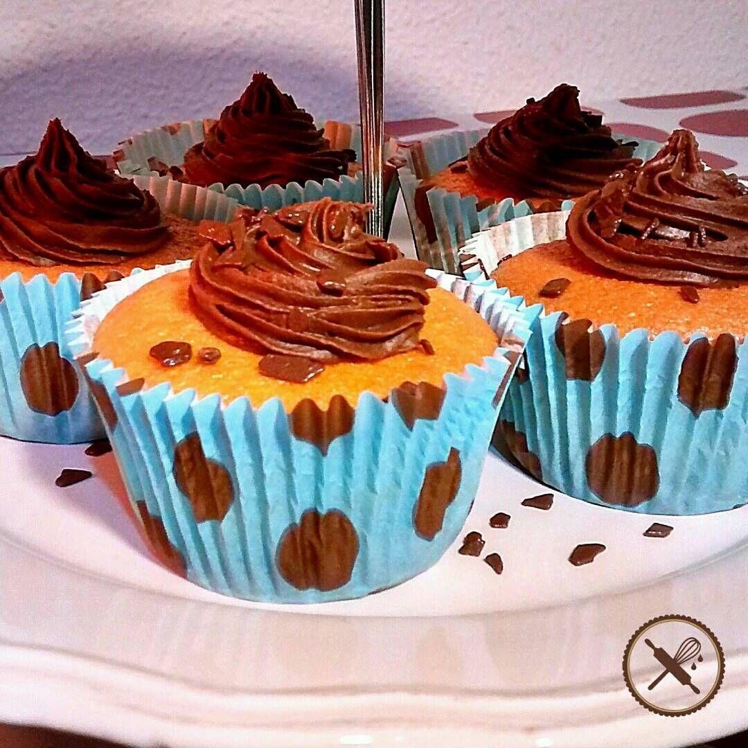 Um dia é do bolo, outro dia é do cupcake! Ótimo para festas infantis ou para o lanche da tarde!  Mais informações no nosso site ou por email nuageduchocolat@gmail.com